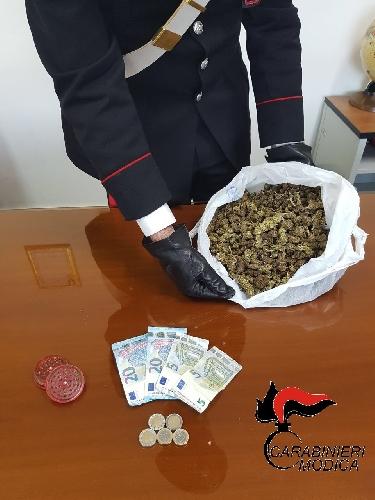 http://www.ragusanews.com//immagini_articoli/30-04-2017/arrestati-giovani-mezzo-chilo-droga-500.jpg