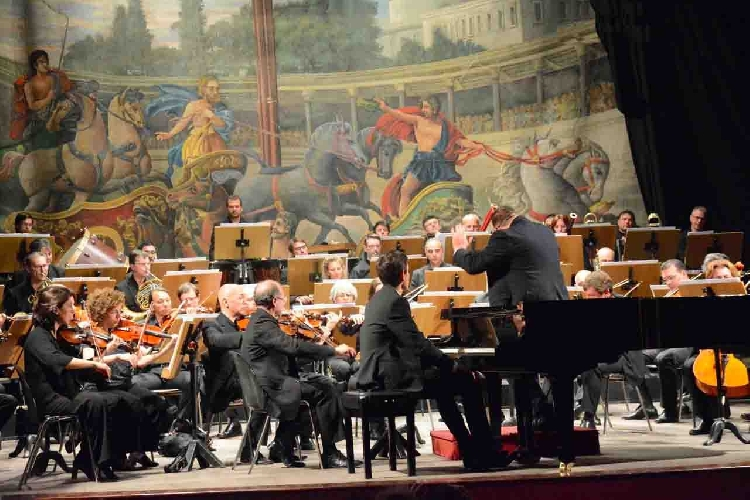 https://www.ragusanews.com//immagini_articoli/30-04-2017/orchestra-bellini-ieri-sera-modica-500.jpg