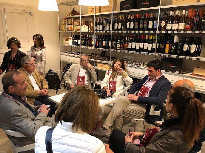 https://www.ragusanews.com//immagini_articoli/30-04-2018/noto-chiusa-convention-citta-vino-500.jpg