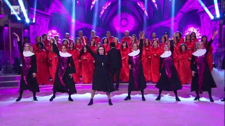 https://www.ragusanews.com//immagini_articoli/30-04-2018/suor-cristina-ballerina-notte-video-500.jpg