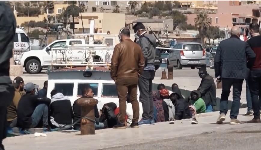 https://www.ragusanews.com//immagini_articoli/30-04-2020/100-migranti-provenienti-da-lampedusa-a-pozzallo-500.jpg