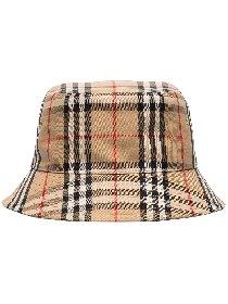 https://www.ragusanews.com//immagini_articoli/30-04-2021/1619800766-il-bucket-hat-e-il-cappello-della-primavera-estate-2021-2-280.jpg