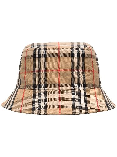https://www.ragusanews.com//immagini_articoli/30-04-2021/1619800766-il-bucket-hat-e-il-cappello-della-primavera-estate-2021-2-500.jpg