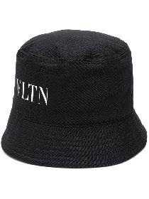 https://www.ragusanews.com//immagini_articoli/30-04-2021/1619800767-il-bucket-hat-e-il-cappello-della-primavera-estate-2021-6-280.jpg