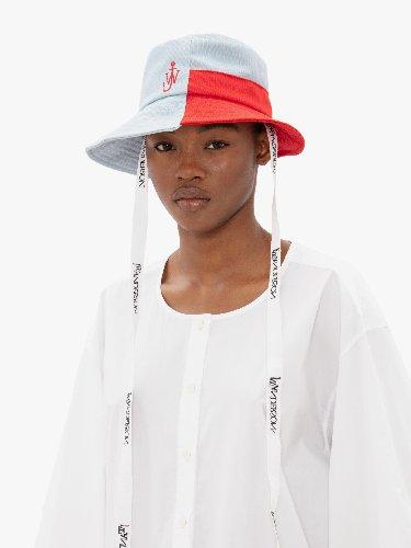 https://www.ragusanews.com//immagini_articoli/30-04-2021/il-bucket-hat-e-il-cappello-della-primavera-estate-2021-500.jpg