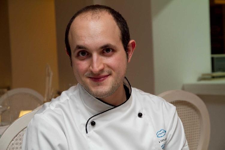 https://www.ragusanews.com//immagini_articoli/30-05-2014/a-capri-uno-chef-sciclitano-in-odore-di-stella-500.jpg