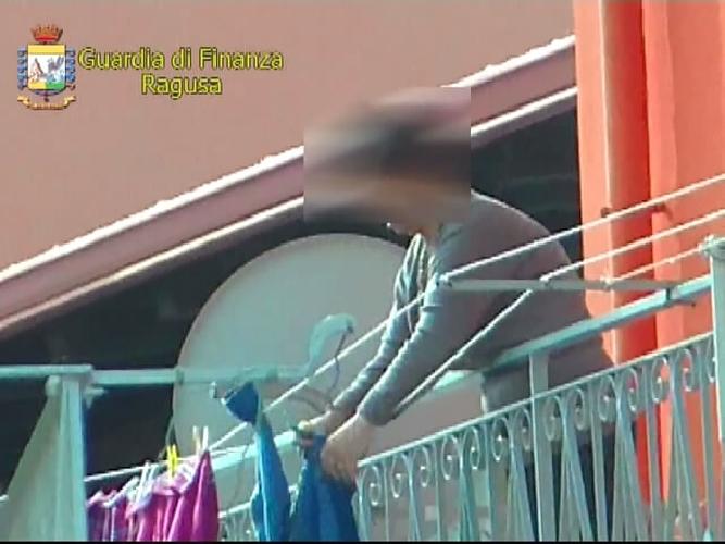 http://www.ragusanews.com//immagini_articoli/30-05-2014/smascherata-la-falsa-cieca-di-pozzallo-500.jpg
