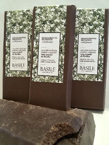 https://www.ragusanews.com//immagini_articoli/30-05-2015/nasce-la-cioccolata-modicana-al-timo-e-al-finocchietto-selvatico-500.jpg