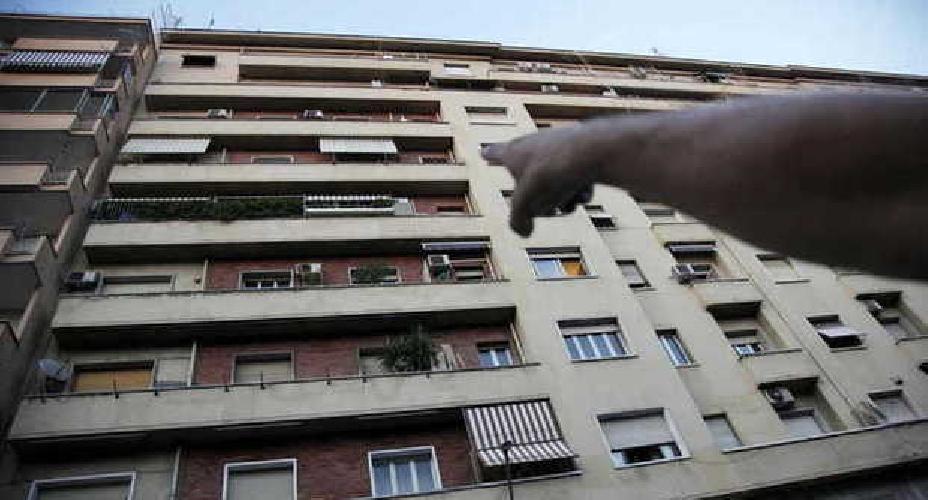https://www.ragusanews.com//immagini_articoli/30-05-2016/giovane-tunisina-cade-da-balcone-in-fin-di-vita-500.jpg