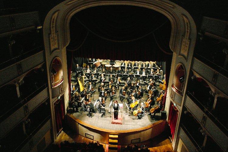 https://www.ragusanews.com//immagini_articoli/30-05-2018/orchestra-bellini-catania-teatro-garibaldi-modica-500.jpg