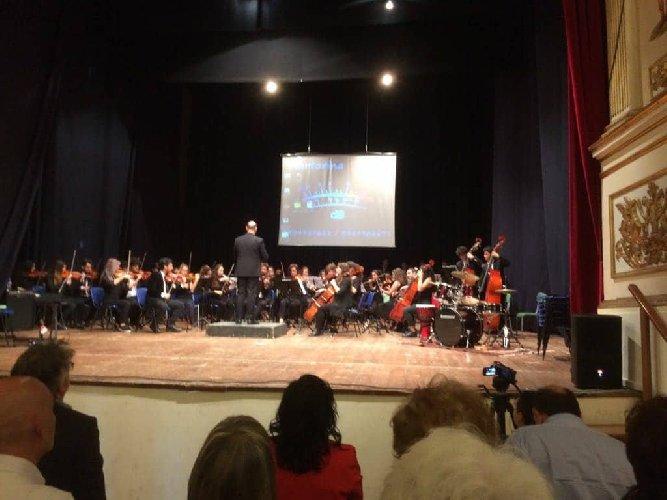 https://www.ragusanews.com//immagini_articoli/30-05-2018/orchestra-sinfonica-liceo-verga-vittoria-ospite-convegno-500.jpg