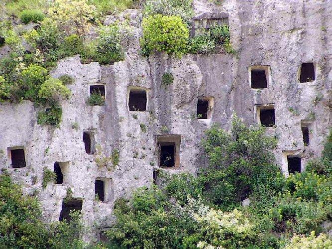 https://www.ragusanews.com//immagini_articoli/30-05-2018/speleotrekking-grotta-pantalica-500.jpg