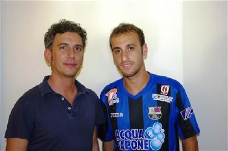 https://www.ragusanews.com//immagini_articoli/30-06-2012/calcio-a-5-i-sogni-di-guglielmo-ficili-500.jpg