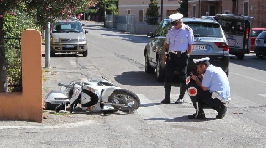 https://www.ragusanews.com//immagini_articoli/30-06-2014/incidente-in-scooter-sulla-vittoria-scoglitti-500.jpg