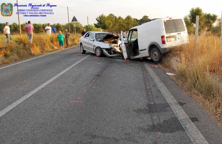 https://www.ragusanews.com//immagini_articoli/30-06-2015/incidente-a-dirillo-automobilista-in-prognosi-riservata-500.jpg