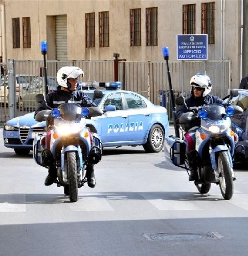 http://www.ragusanews.com//immagini_articoli/30-06-2015/la-polizia-sventa-un-furto-due-denunciati-500.jpg