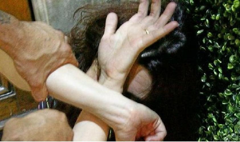 http://www.ragusanews.com//immagini_articoli/30-06-2015/picchia-la-moglie-davanti-alla-figlia-arrestato-33enne-500.jpg