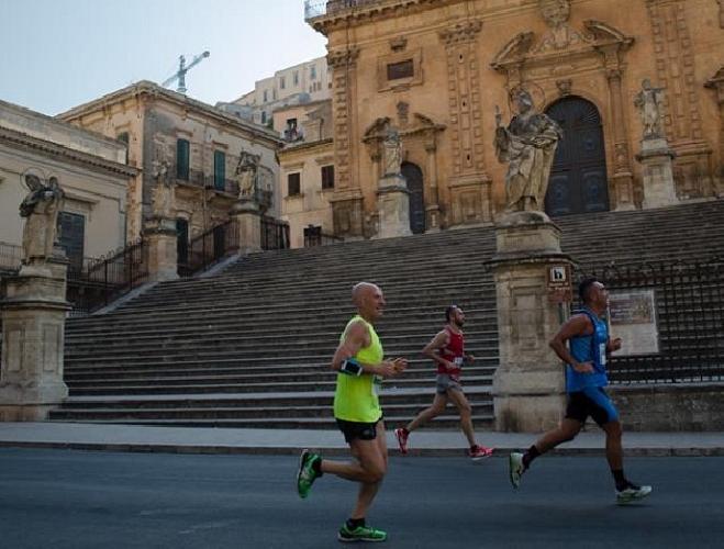 https://www.ragusanews.com//immagini_articoli/30-06-2016/barocco-race-fra-ragusa-modica-e-scicli-500.jpg