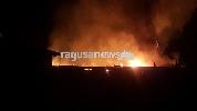 http://www.ragusanews.com//immagini_articoli/30-06-2017/devastante-incendio-comiso-video-foto-100.jpg