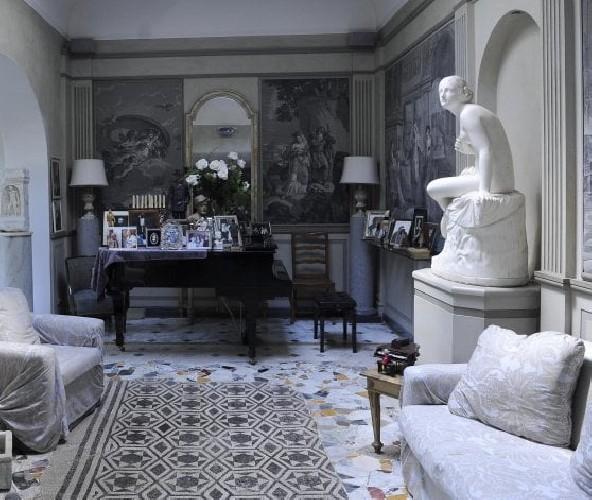 https://www.ragusanews.com//immagini_articoli/30-06-2020/roma-berlusconi-trasloco-a-casa-zeffirelli-500.jpg