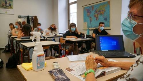 https://www.ragusanews.com//immagini_articoli/30-06-2021/no-vax-sicilia-record-nel-personale-scolastico-oltre-61mila-non-vaccinati-280.jpg