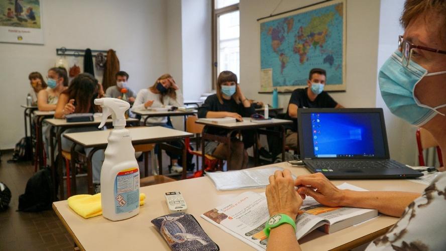 https://www.ragusanews.com//immagini_articoli/30-06-2021/no-vax-sicilia-record-nel-personale-scolastico-oltre-61mila-non-vaccinati-500.jpg
