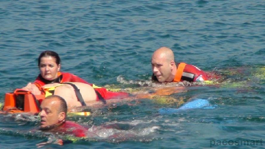 http://www.ragusanews.com//immagini_articoli/30-07-2014/mare-mosso-mare-divertente-6-salvataggi-a-marina-500.jpg