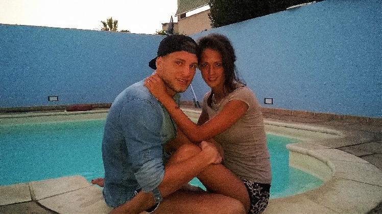http://www.ragusanews.com//immagini_articoli/30-07-2016/teresa-e-salvatore-amore-a-bordo-piscina-420.jpg
