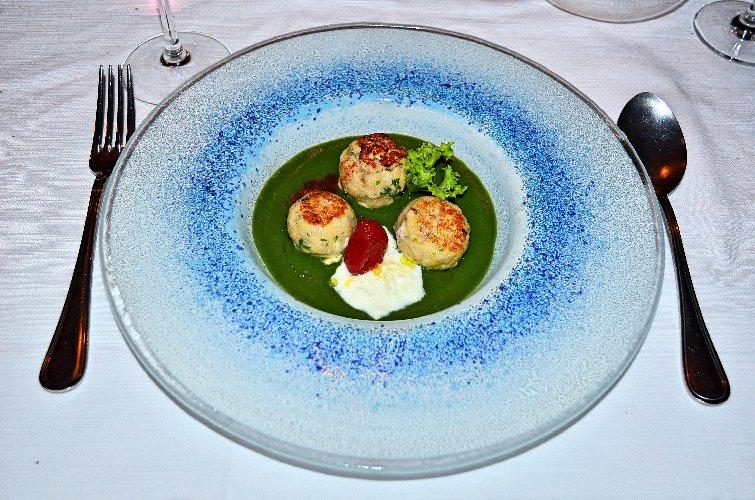 https://www.ragusanews.com//immagini_articoli/30-07-2018/1532948651-minestra-tenerezze-versione-marinara-chef-luca-cannizzaro-1-500.jpg