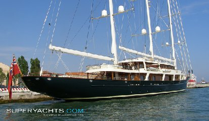 https://www.ragusanews.com//immagini_articoli/30-07-2018/1532975743-approda-selinunge-mega-yacht-magnate-barry-diller-2-240.jpg