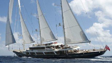 https://www.ragusanews.com//immagini_articoli/30-07-2018/1532975743-approda-selinunge-mega-yacht-magnate-barry-diller-3-240.jpg