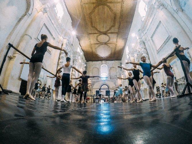 https://www.ragusanews.com//immagini_articoli/30-07-2018/danzart-festival-appuntamenti-500.jpg