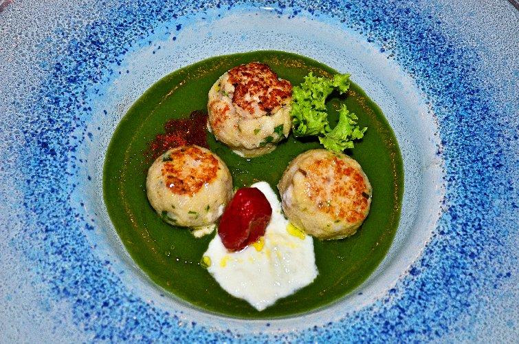 https://www.ragusanews.com//immagini_articoli/30-07-2018/minestra-tenerezze-versione-marinara-chef-luca-cannizzaro-500.jpg