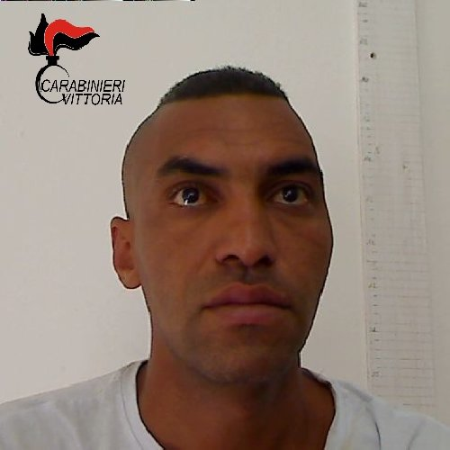 https://www.ragusanews.com//immagini_articoli/30-07-2018/vittoria-spacciatore-tenta-fuga-feriti-coniugi-carabiniere-500.jpg