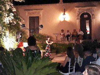 https://www.ragusanews.com//immagini_articoli/30-07-2019/1564473788-concerto-allievi-summer-camp-international-a-villa-barone-alfieri-1-240.jpg
