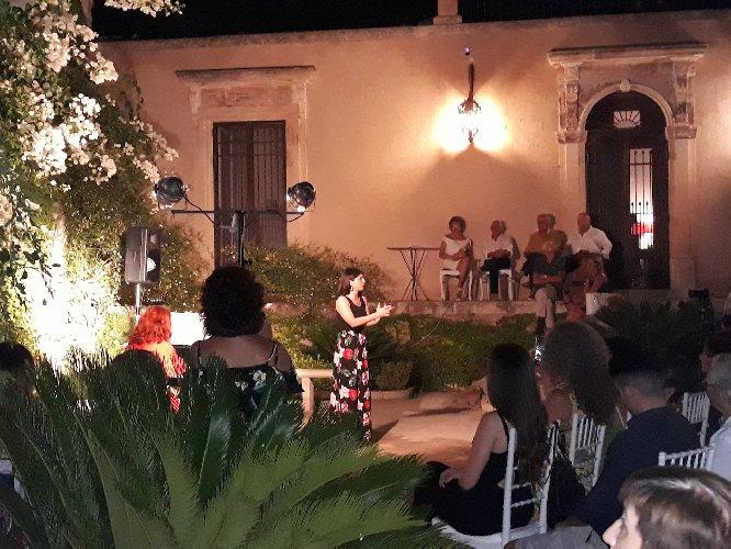 https://www.ragusanews.com//immagini_articoli/30-07-2019/1564473788-concerto-allievi-summer-camp-international-a-villa-barone-alfieri-1-500.jpg