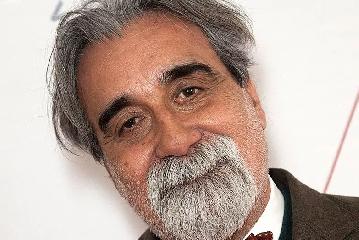 https://www.ragusanews.com//immagini_articoli/30-07-2019/e-da-lontano-si-udi-un-urlo-dirige-il-maestro-beppe-vessicchio-240.png
