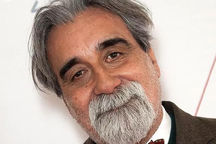https://www.ragusanews.com//immagini_articoli/30-07-2019/e-da-lontano-si-udi-un-urlo-dirige-il-maestro-beppe-vessicchio-500.png