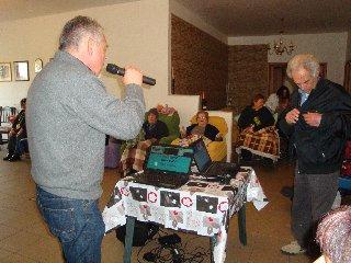 https://www.ragusanews.com//immagini_articoli/30-07-2019/il-karaoke-centri-anziani-di-scicli-240.jpg