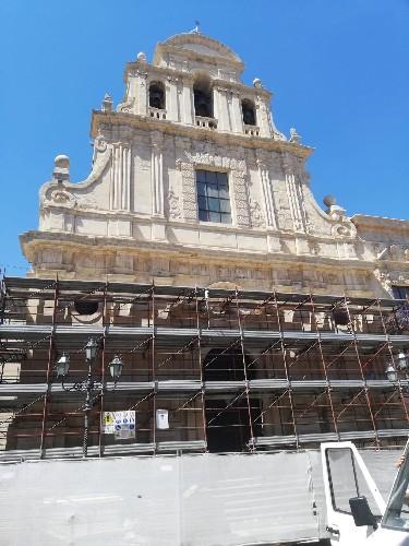 https://www.ragusanews.com//immagini_articoli/30-07-2020/militello-rimessa-a-nuovo-la-facciata-della-chiesa-benedettina-500.jpg