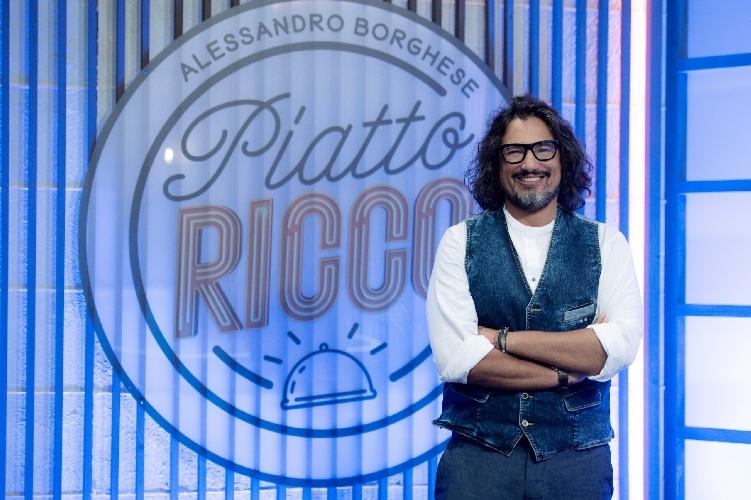 https://www.ragusanews.com//immagini_articoli/30-07-2021/alessandro-borghese-in-tv-con-piatto-ricco-500.jpg