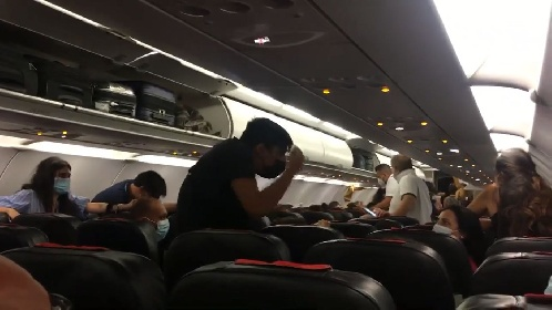 https://www.ragusanews.com//immagini_articoli/30-07-2021/fontanarossa-chiuso-per-incendi-passeggeri-fermi-a-comiso-video-280.jpg