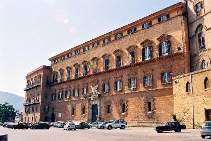 https://www.ragusanews.com//immagini_articoli/30-07-2021/sicilia-concorsi-al-via-in-autunno-1-400-posti-ostaggio-di-musumeci-280.jpg