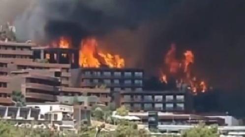 https://www.ragusanews.com//immagini_articoli/30-07-2021/sicilia-le-fiamme-assediano-le-citta-video-280.jpg