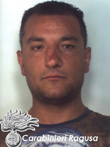 http://www.ragusanews.com//immagini_articoli/30-08-2015/ladri-di-carrube-due-arresti-dei-carabinieri-500.jpg