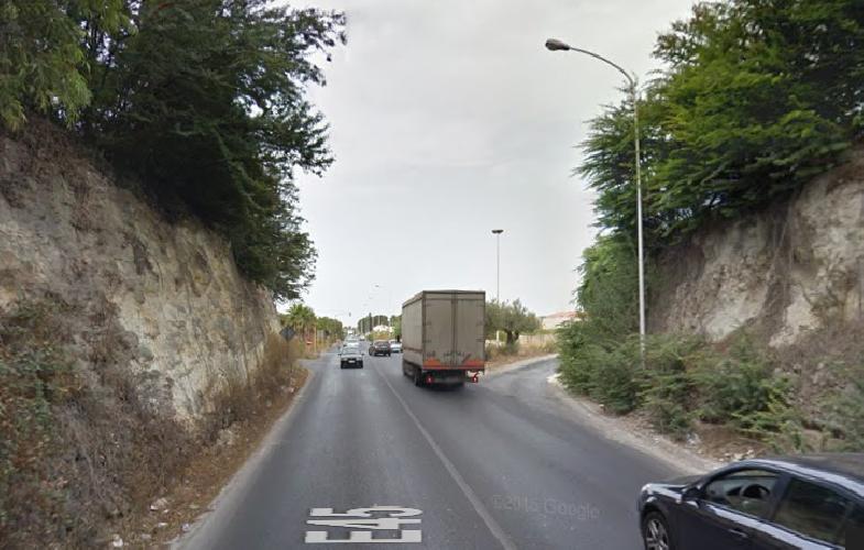 http://www.ragusanews.com//immagini_articoli/30-08-2015/scontro-auto-scooter-ferito-17enne-500.png