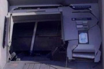 https://www.ragusanews.com//immagini_articoli/30-08-2017/monterosso-assalto-bancomat-240.jpg