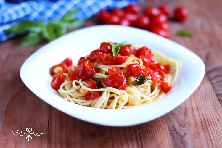 https://www.ragusanews.com//immagini_articoli/30-08-2020/la-ricetta-degli-spaghetti-alla-picchio-pacchio-500.jpg