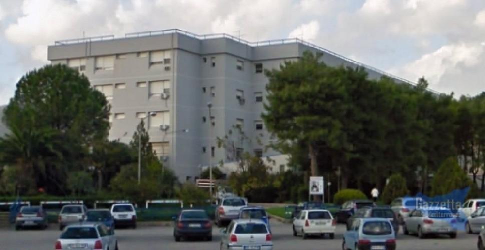 https://www.ragusanews.com//immagini_articoli/30-08-2020/quattro-positivi-sospese-attivita-all-ospedale-di-avola-500.jpg