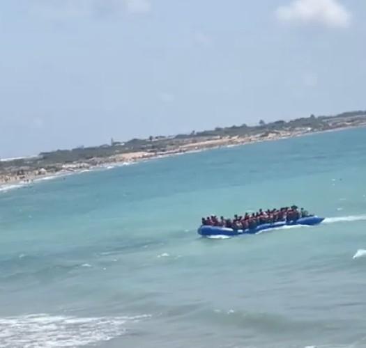 https://www.ragusanews.com//immagini_articoli/30-08-2020/sbarco-di-migranti-vicino-isola-delle-correnti-davanti-ai-turisti-500.jpg